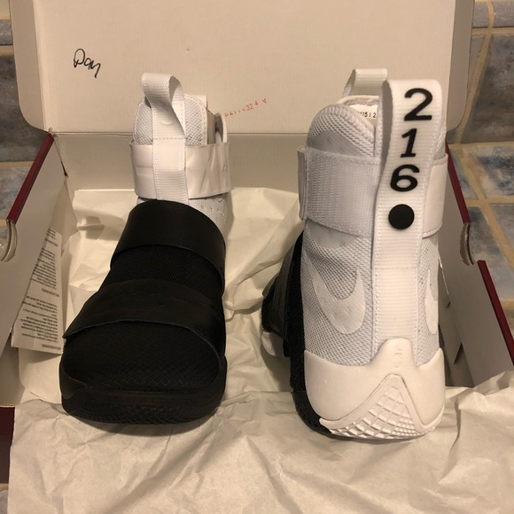 differently 73175 2d3b2 Lebron James soldier x pinnacle NWT